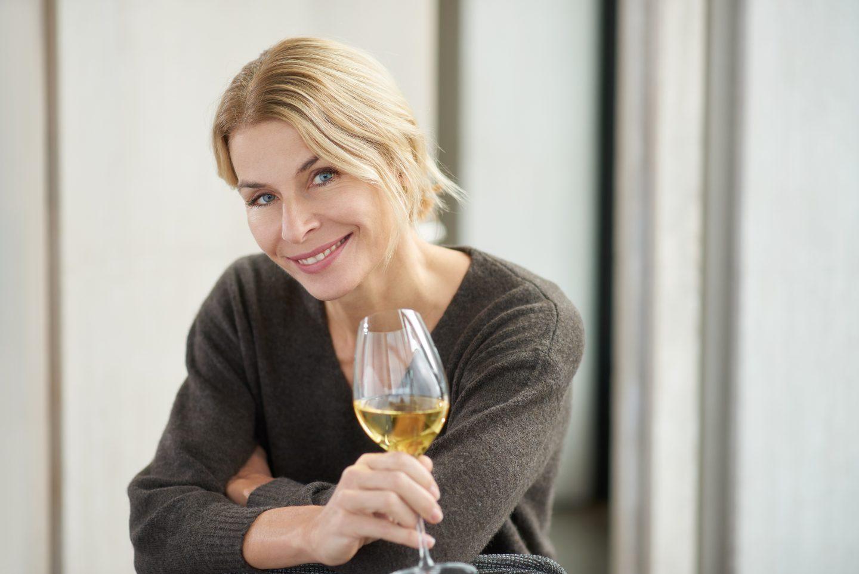 Suzanne Janke, Stratus Wines women in wine  woman drinking wine women drinking wine ladies drinking wine red wine benefits for female effects of wine women and wine effect of wine on body wine and women winemaker winemakers